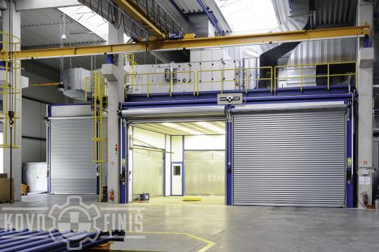 Paint coating booth for loading platforms of trucks