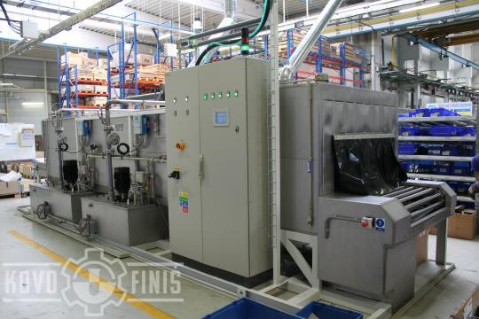 Continuous cleaning machine with mesh belt conveyor